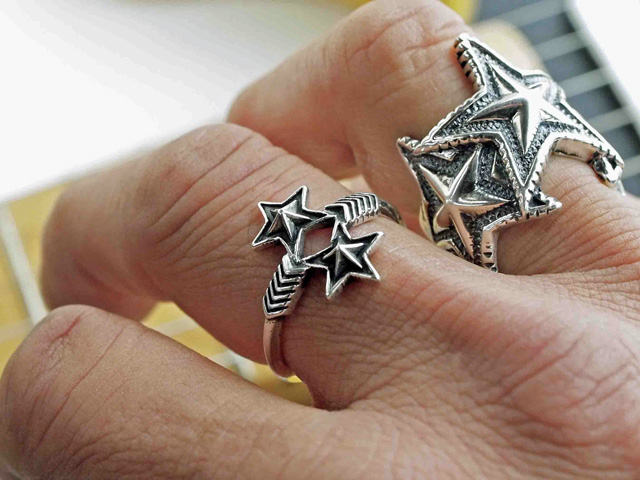 01-0280 W-Arrow & W-Small-Star Ring PB128919.jpg